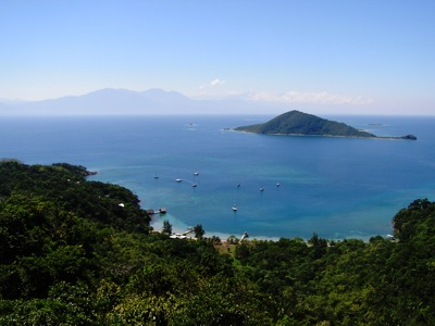 Cayos Cochinos Looking at Mainland Honduran Mountains