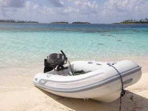 Exploring the Holendes Cayes, San Blas Islands, Panama
