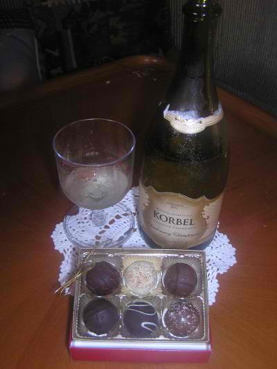 valentinesdaychampagne_chocolateswb