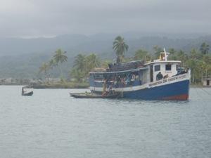 Columbian Trading Boat ... in Kuna Yala/San Blas Islands, Panama