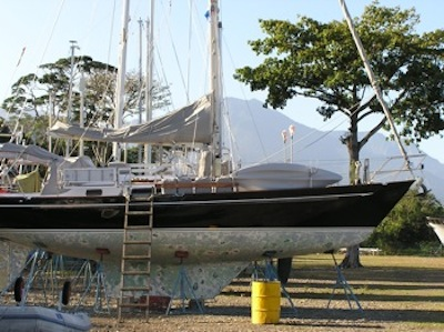 Hauled out at the LaCeiba Shipyard, mainland Honduras - very scenic with the mountains in the background!