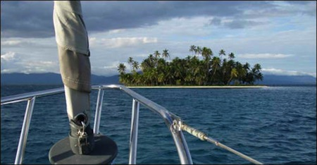 Approaching the Cocos Banderos Cayes in the San Blas Islands, Panama