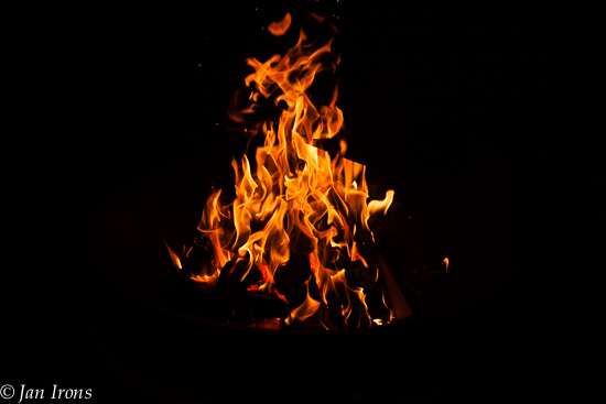 Love love love a good campfire ... especially with s'mores!
